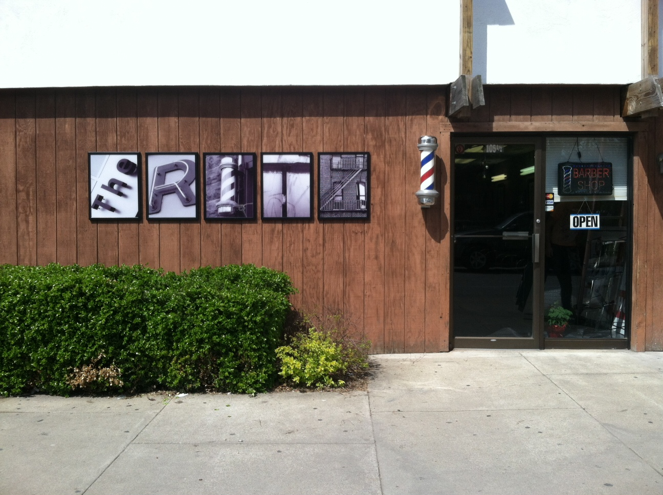 building-signs-the-ritz-barber-shop