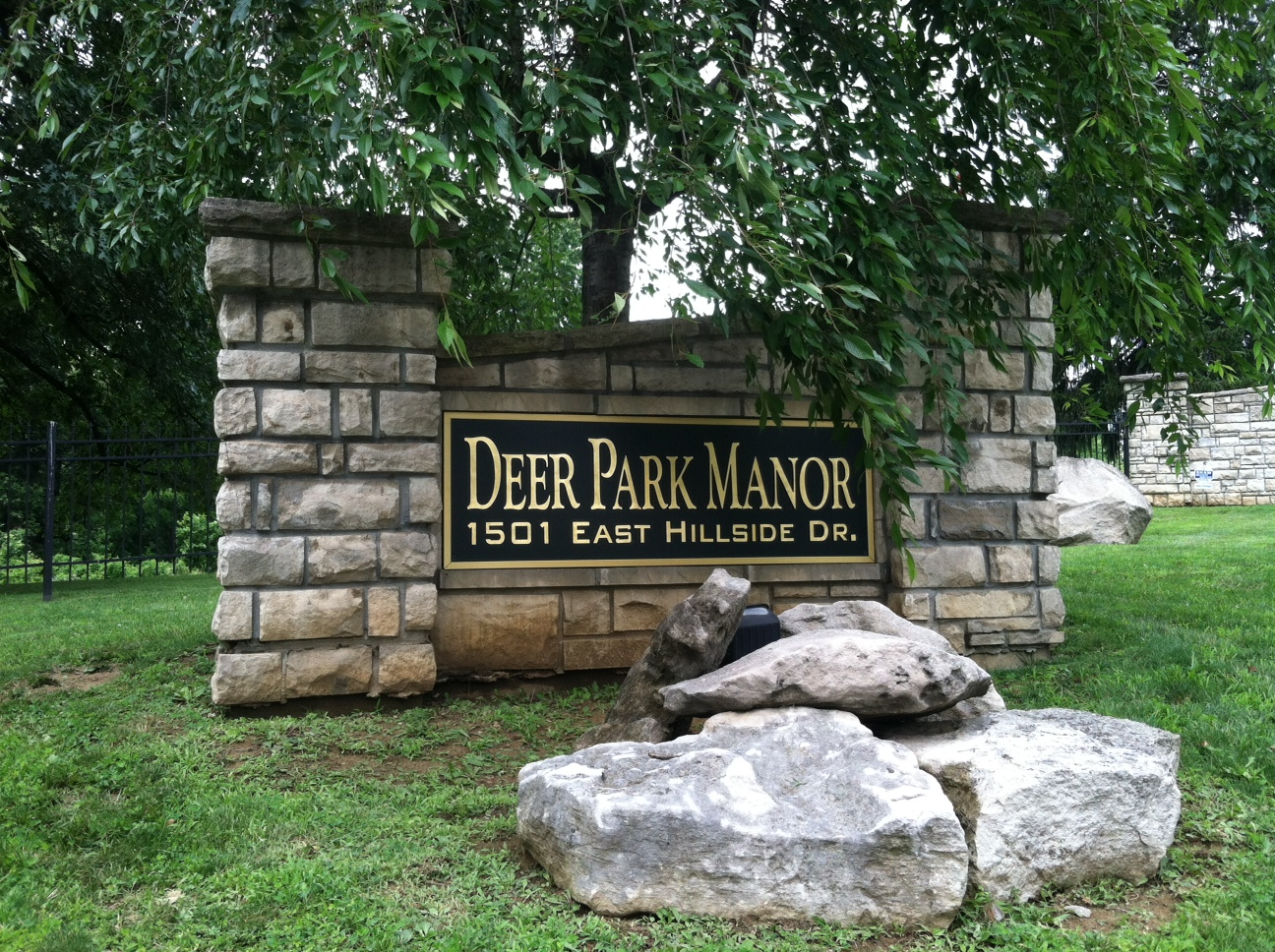 monument-signs-deer-park-manor