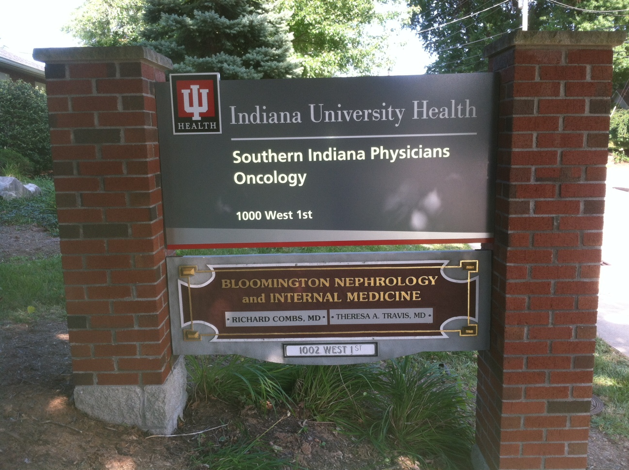 monument-signs-iu-health-oncology