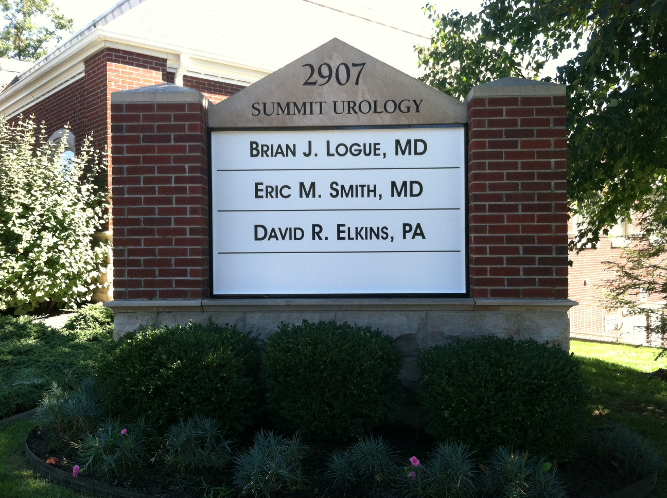 monument-signs-summit-urology