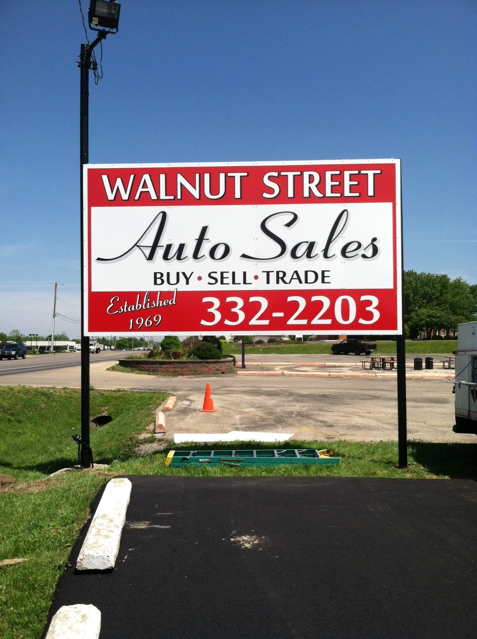monument-signs-walnut-street-auto-sales