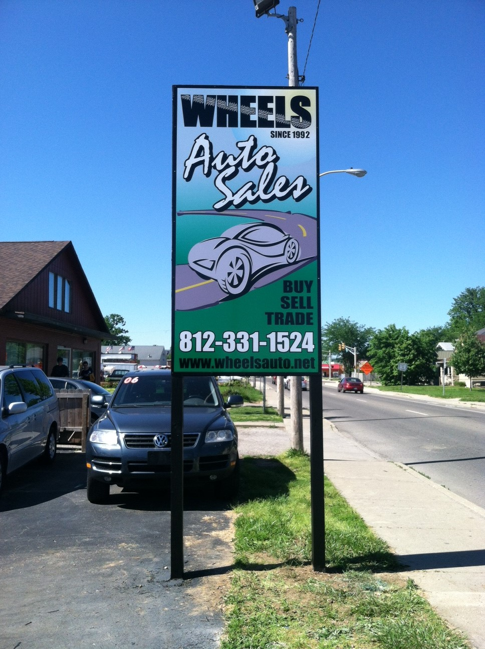 monument-signs-wheels-auto-sales