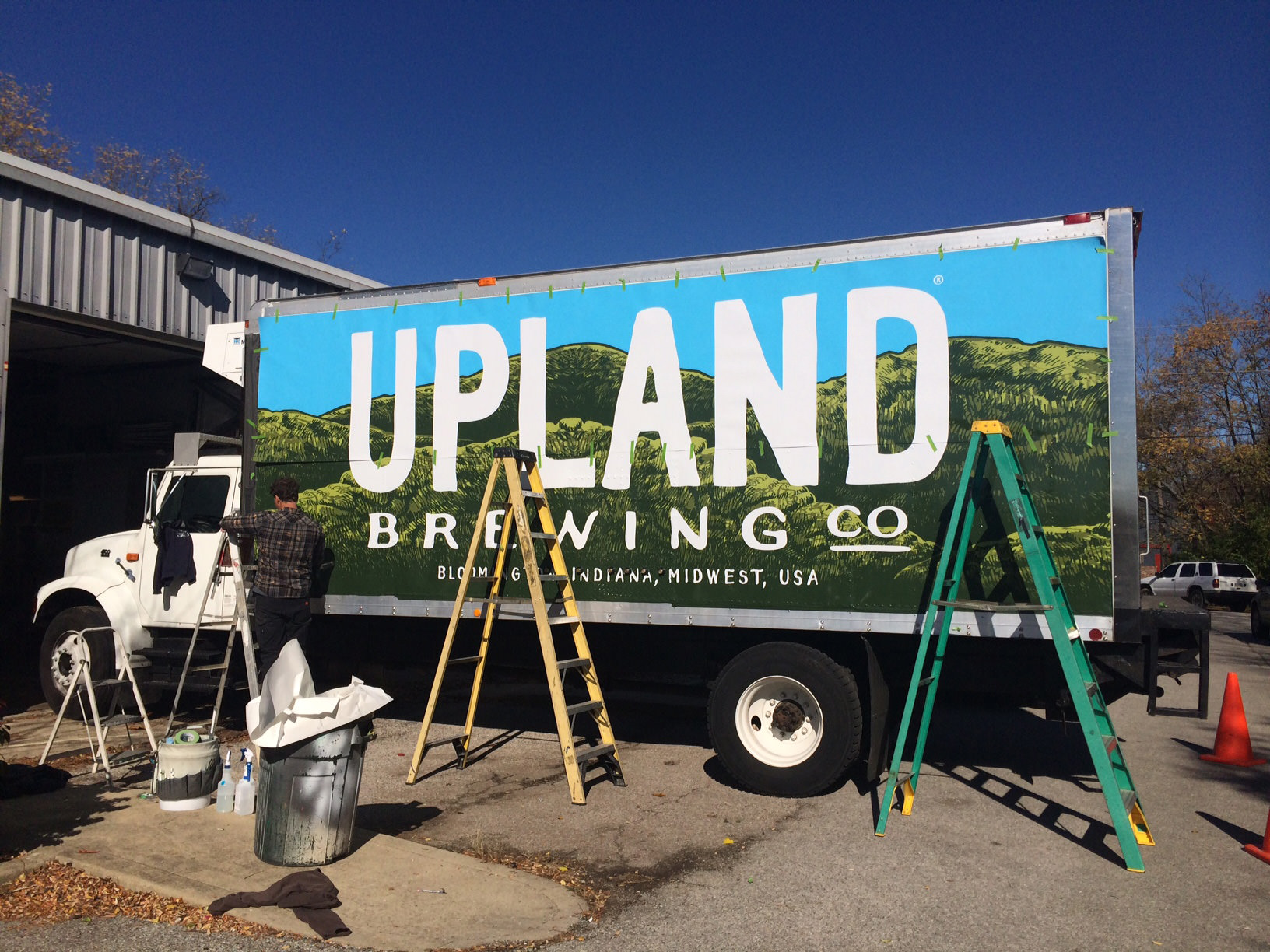 vehicle-lettering-upland-truck